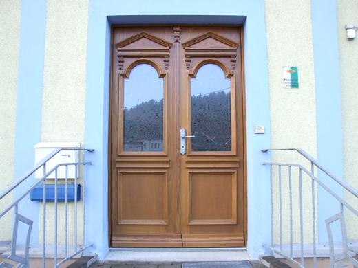 Restaurierte Haustür der Firma Stuhlbau Frank Göhler Mulda - nach Fotos neu gebaut von Tischlermeister Hartmut Müller