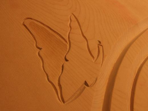 Ornamente auf einem Zirbenholzbett - gearbeitet von Holzbildhauermeisterin Anett Wirthgen / Oelsa