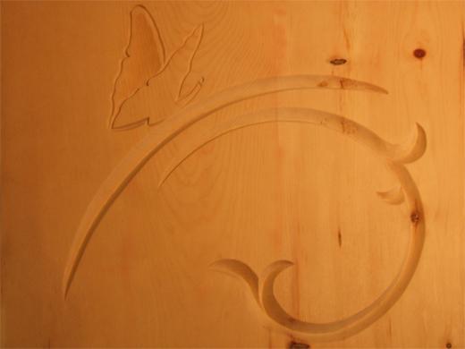 Ornamente auf einem Zirbenholzbett - geschnitzt von Holzbildhauermeisterin Anett Wirthgen / Oelsa